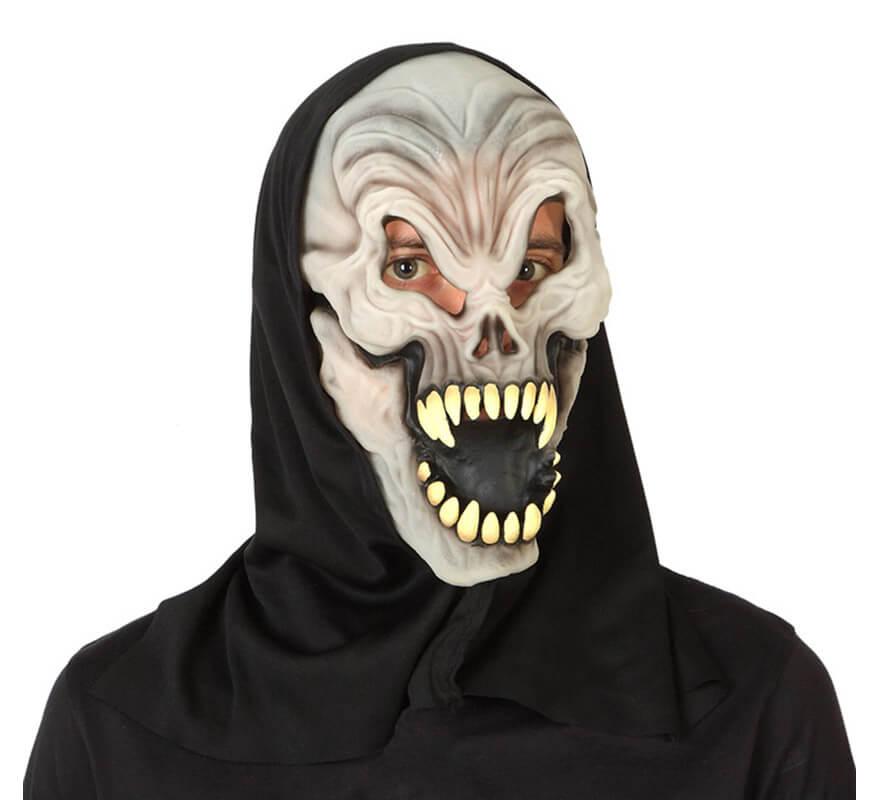 La máscara para la persona alrededor de los ojos de la crema agria